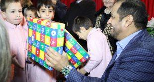 Büyükelçiden yetim çocuklara hediye