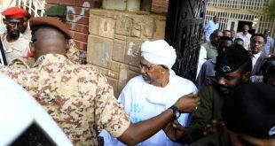 Sudan'ın devrik lideri savcılığa böyle götürüldü
