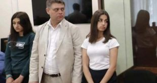 Rusya'da babasını öldüren üç kız kardeşe halktan destek