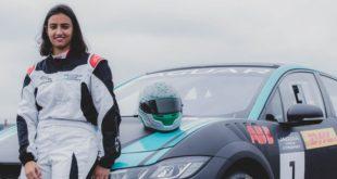 Suudi Arabistan'ın ilk kadın yarış sürücüsü tarih yazacak