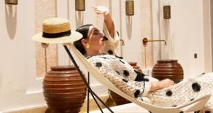 Deve sütüyle banyo, 22 bin dolarlık yatakta uyku