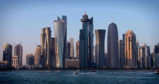 Katar'da bir ilk: Yabancı işçiler ücretlerinin ödenmesi için gösteri yaptı