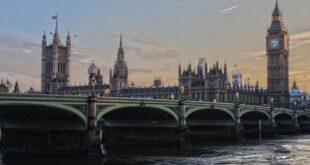 İngiltere aşılı yolculara seyahat engelini kaldırmayı düşünüyor