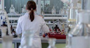 İngiltere'de 20 milyondan fazla kişiye ilk doz aşı yapıldı