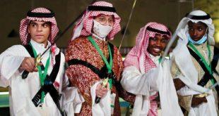 Suudi Arabistan'ın geleneksel kılıç dansı Arda gençler arasında da popüler